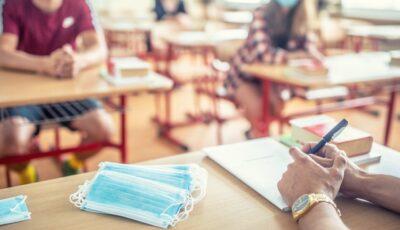 Un profesor a fost condamnat la un an de închisoare pentru că n-a purtat masca în clasă