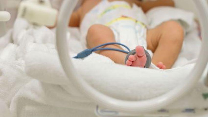 Foto: O gravidă infectată cu Covid-19 a născut prematur. Medicii încearcă să salveze bebelușul care cântărește 800 de grame