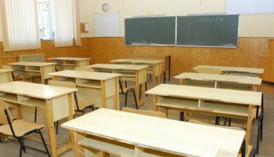 Opt profesori infectați cu Covid-19. Un liceu, plasat în carantină