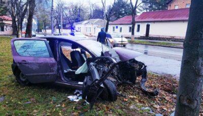 Un șofer de 18 ani, beat la volan, a provocat un accident grav în Capitală. Pasagera sa, de 17 ani, internată în spital