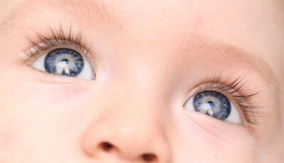 Primul caz de coronavirus, identificat în secrețiile luate din ochișorii unui copil