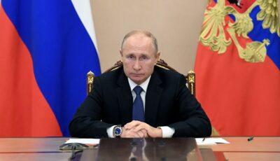 Vladimir Putin a ordonat autorităților ruse să înceapă vaccinarea în masă împotriva Covid-19