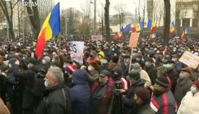 Protest la Chișinău. Oamenii au ieșit în stradă pentru a-și apăra democrația