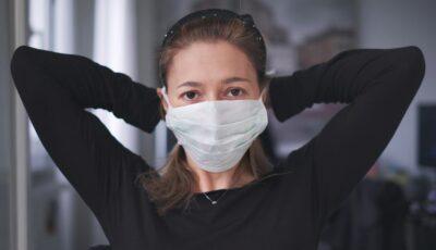 O tânără suferă de sechele post-Covid de aproape 9 luni