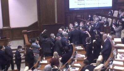 Altercații în Parlament, în timpul prezentării proiectului controversat privind bugetul de stat pentru anul 2021