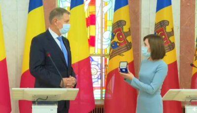 Cadoul pe care Maia Sandu i l-a oferit Președintelui României, Klaus Iohannis