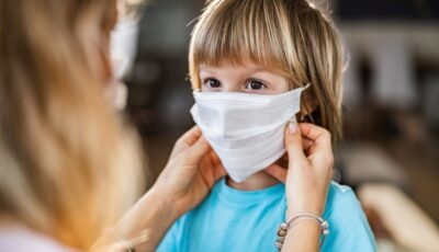 Cercetători despre noua tulpină a coronavirusului: copiii sunt acum la fel de predispuși la infectare ca adulții