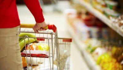 Moldovenii cheltuiesc aproape jumătate din salariu pentru alimentație, spre deosebire de rezidenții altor țări europene