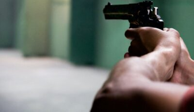 Focuri de armă în Chișinău: 2 tineri au fost răniți în plină stradă