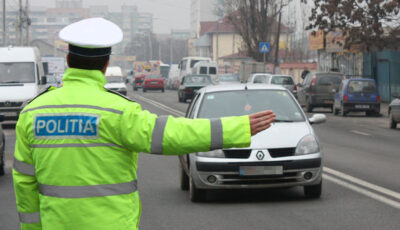 Un șofer moldovean a încercat să dea mită în România, dar a fost reținut