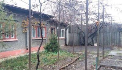 Caz șocant la Iași. Un bărbat înmormântat a apărut după 8 zile la poarta casei sale