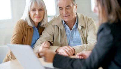Persoanele care au muncit după atingerea vârstei de pensionare vor putea depune online cererile pentru recalcularea pensiei