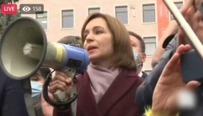 Foto! Președinta aleasă, Maia Sandu, a ieșit în fața protestatarilor!