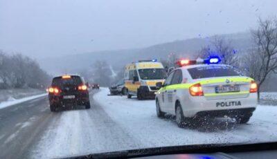 Grav accident la Ialoveni. Poliția și ambulanța la fața locului