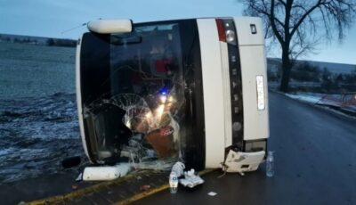 Șase moldovence care plecau spre Italia, rănite într-un grav accident produs în România