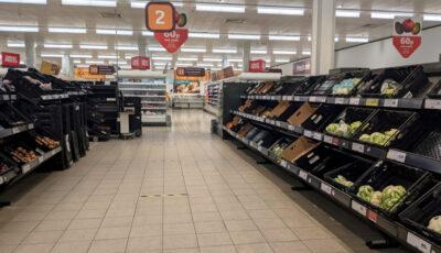 Brexitul începe să se simte în supermarketurile britanice: lipsă de fructe și legume