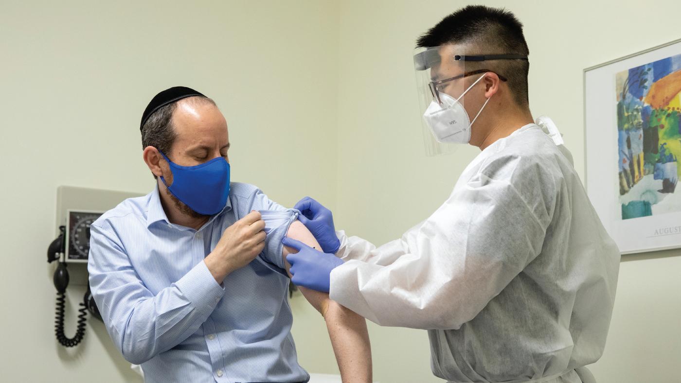 Foto: Un ministru vrea libertăţi sporite în pandemie pentru cei care s-au vaccinat