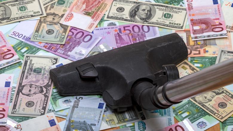 Foto: 60.000 de euro, furați cu aspiratorul din seiful unui supermarket din Germania