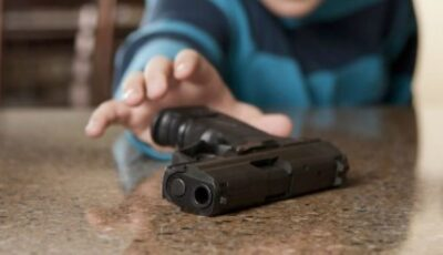 Un copil de 5 ani, împușcat mortal de vărul său de doar 18 luni, în timp ce se juca cu un pistol încărcat