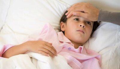 Experții britanici au numit principalele simptome ale noii tulpini de coronavirus la copii