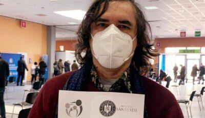 """Scriitorul Mircea Cărtărescu s-a vaccinat anti-Covid: ,,Să refuzi, căzut în mare, acest colac de salvare mi se pare absurd"""""""