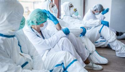 Apar dovezi că tulpina britanică a virusului SARS-CoV-2 ar fi mai letală cu 30% decât cea inițială, afirmă experții din Marea Britanie
