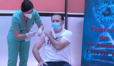 Video. Premierul român Florin Cîțu, în vârstă de 48 de ani, s-a vaccinat împotriva Covid-19
