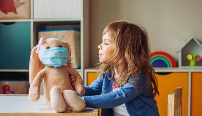 Medic OMS: Noua tulpină de coronavirus se răspândește rapid și în rândul copiilor, însă nu îi afectează mai grav