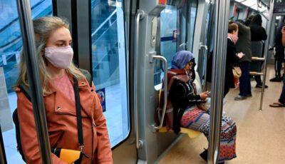 Medicii francezi recomandă oamenilor să nu vorbească la telefon în mijloacele de transport în comun sau în locuri aglomerate