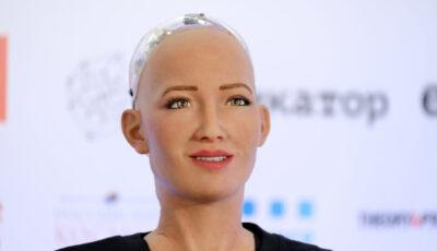 Robotul Sophia, produs în masă pe timp de pandemie