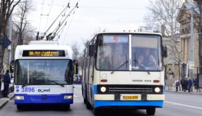Chișinăuienii vor putea plăti cu cardul bancar călătoria cu troleibuzul sau cu autobuzul