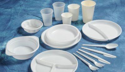 Oamenii legii ne atenționează: Din 1 ianuarie 2021, este interzisă utilizarea și comercializarea pungilor și veselei din plastic, cu excepția celor biodegradabile