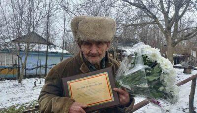 Un veteran de război, în vârstă de 102 ani, felicitat de Ministrul Apărării din România
