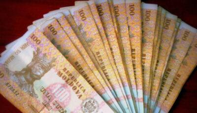 Poliția caută proprietarul care a pierdut o sumă mare de bani pe o stradă din Capitală