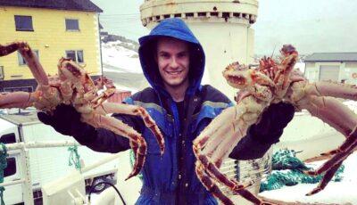 Un tânăr moldovean pescuiește crabi în Marea Barents: are una dintre cele mai grele și plătite meserii din lume