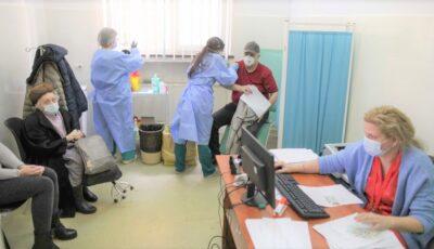 Populația generală se poate programa online pentru vaccinare. România începe imunizarea în masă