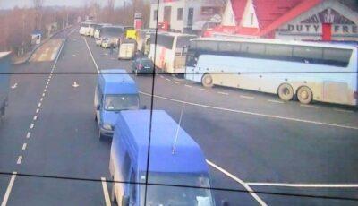 Șoferi cu colete din Moldova, întorși la frontieră din cauza nerespectării normelor europene