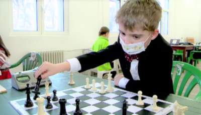 Un băiețel de 6 ani din Iași este noul campion mondial la șah, la categoria lui de vârstă