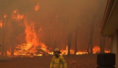 Mii de oameni, evacuaţi din case din cauza incendiilor de vegetaţie din Australia