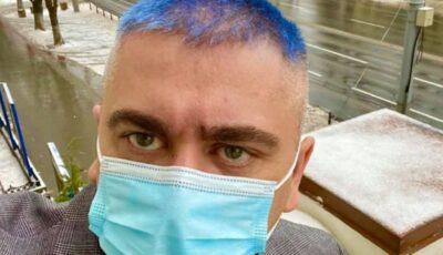 Gest inedit! Un prorector moldovean și-a vopsit părul în albastru