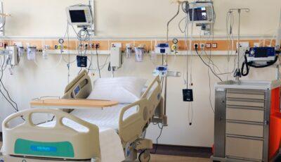 Într-un spital din țară, medicii aleg cărui pacient să-i pună masca cu oxigen