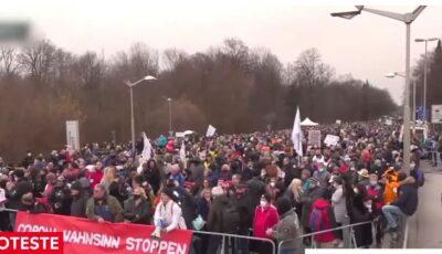 Proteste la graniţa dintre Germania şi Austria. Oamenii sunt nemulţumiţi de măsurile anti-Covid