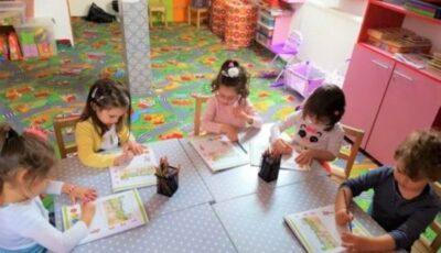 Părinţii cer ca grădiniţele să revină la programul obişnuit și să primească zilnic toți copiii