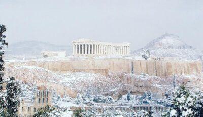 Video! Imagini spectaculoase cu Acropola din Atena acoperită de zăpadă
