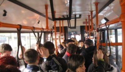 De mâine, vor putea urca până la 51 de oameni într-un troleibuz și 10 în microbuz
