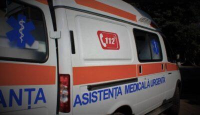 Ambulanță implicată într-un accident grav. O pacientă Covid-19 a decedat
