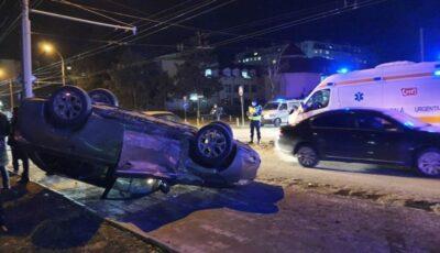 Accident grav în capitală, cu implicarea unei ambulanțe: 5 răniți
