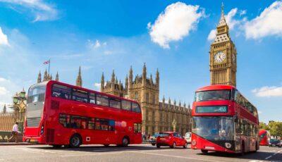 Anglia elimină mai multe restricții și deschide școlile