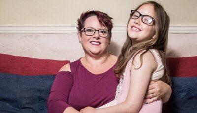 """Femeia care și-a alăptat fetița 9 ani, până a spus că ,,nu mai vrea lapte de la mami"""""""