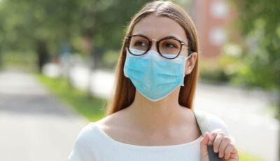 Studiu: persoanele purtătoare de ochelari sunt de până la trei ori mai puțin predispuse să se infecteze cu Covid-19